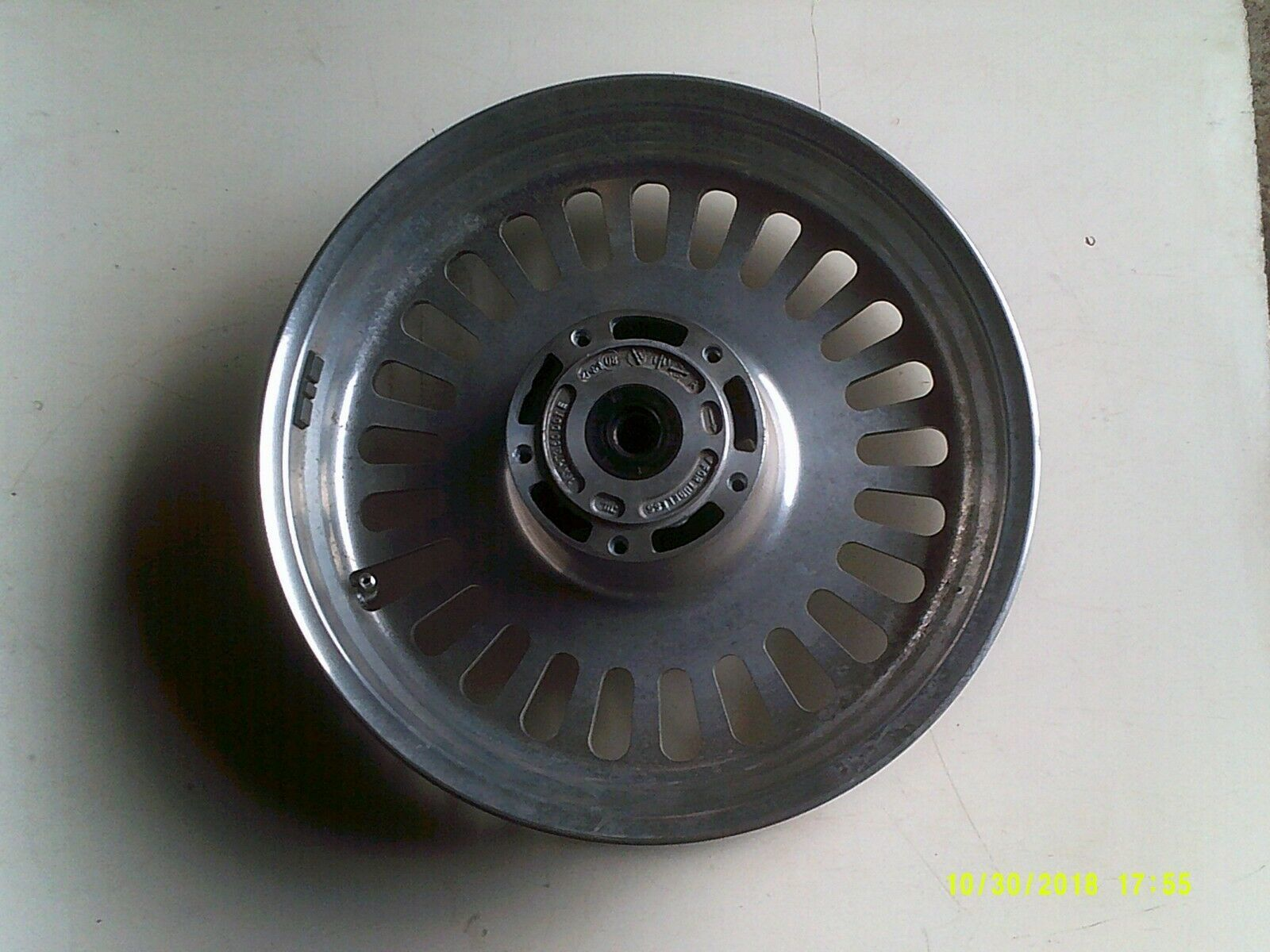 R3T wheel front 2.jpg