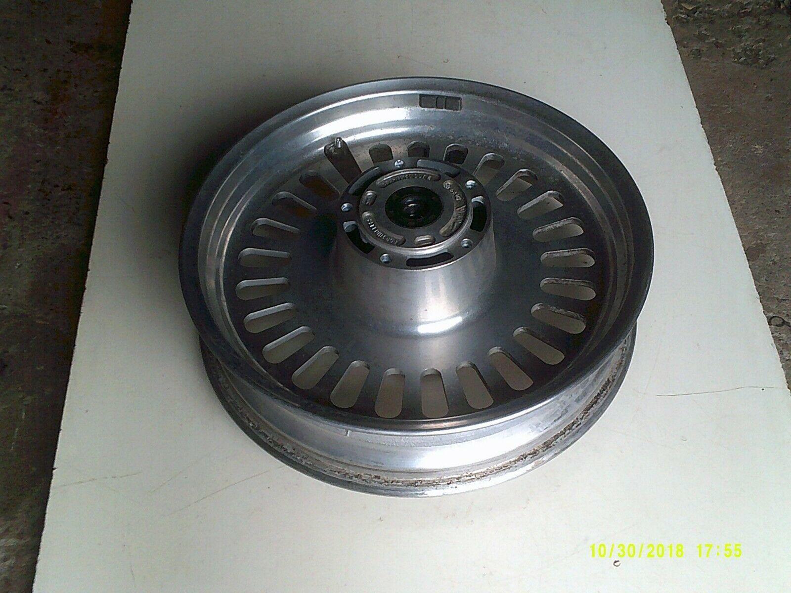 R3T wheel front 3.jpg