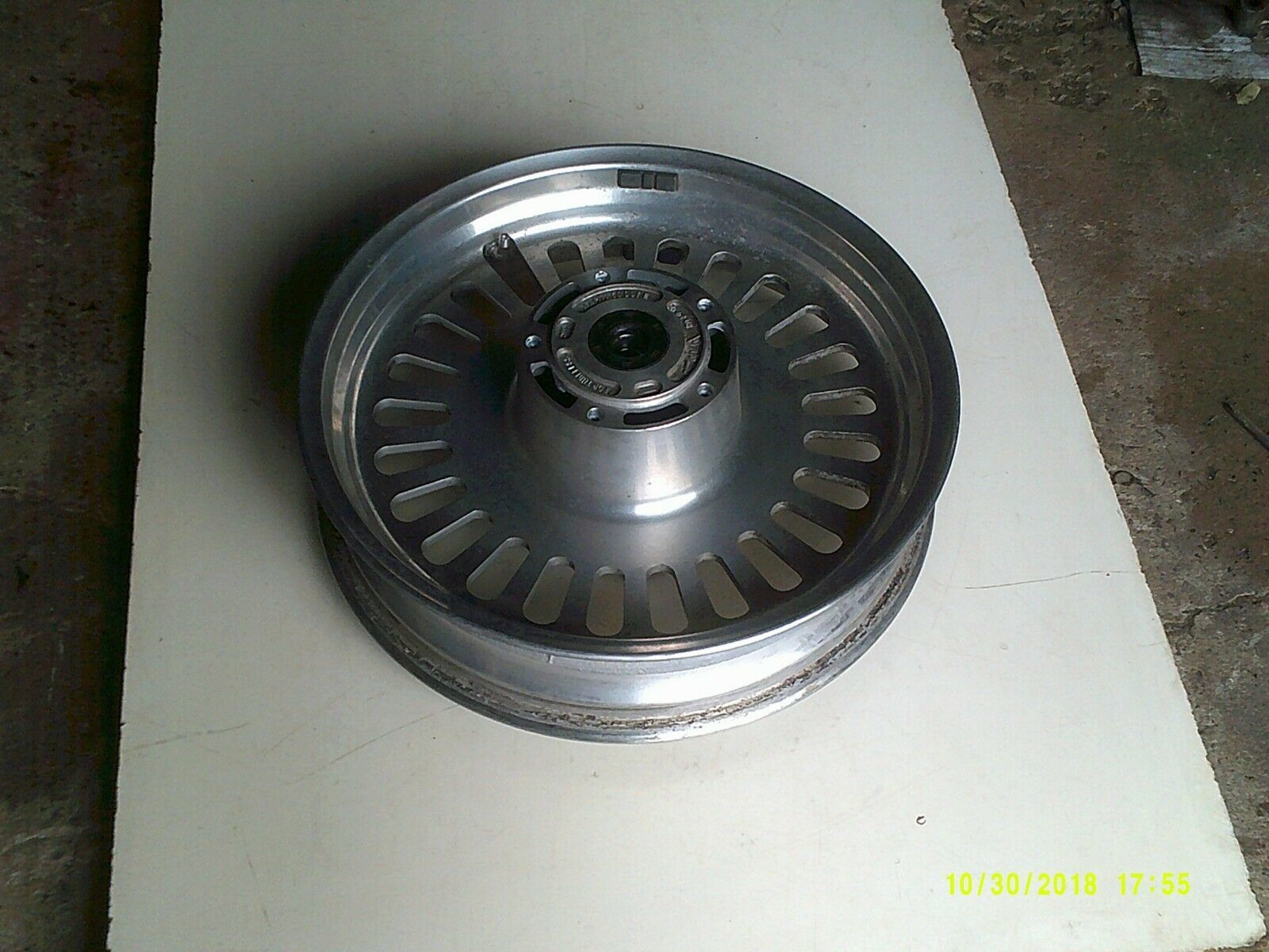 R3T wheel front 4.jpg