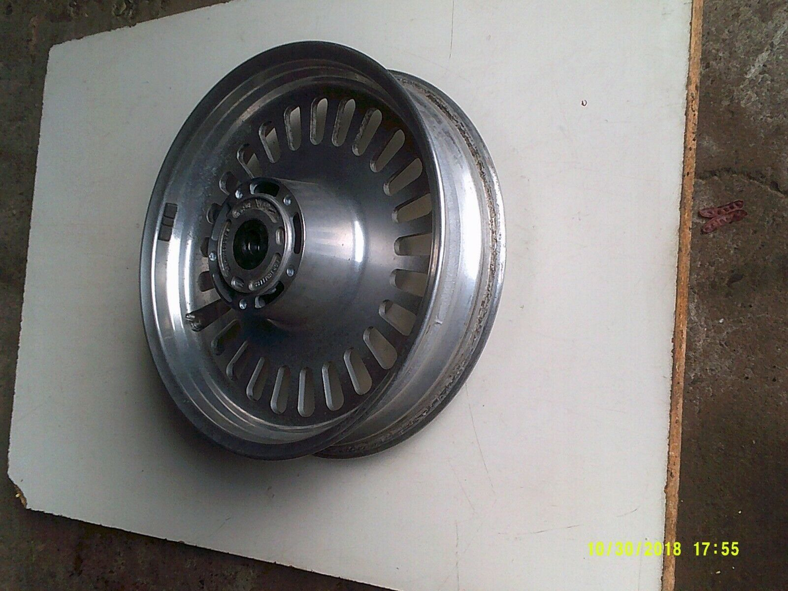 R3T wheel front 5.jpg