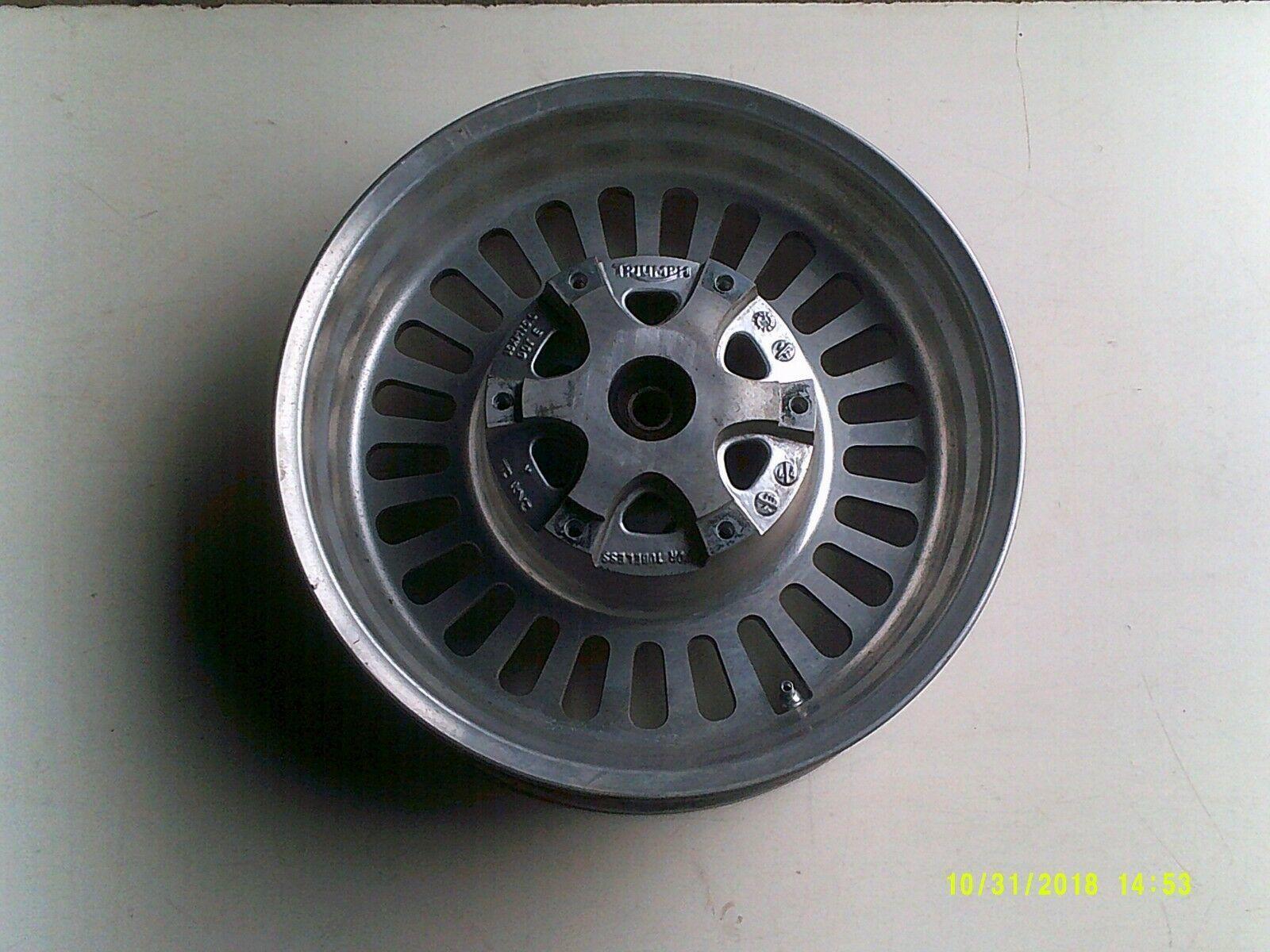 R3T wheel rear 1.jpg
