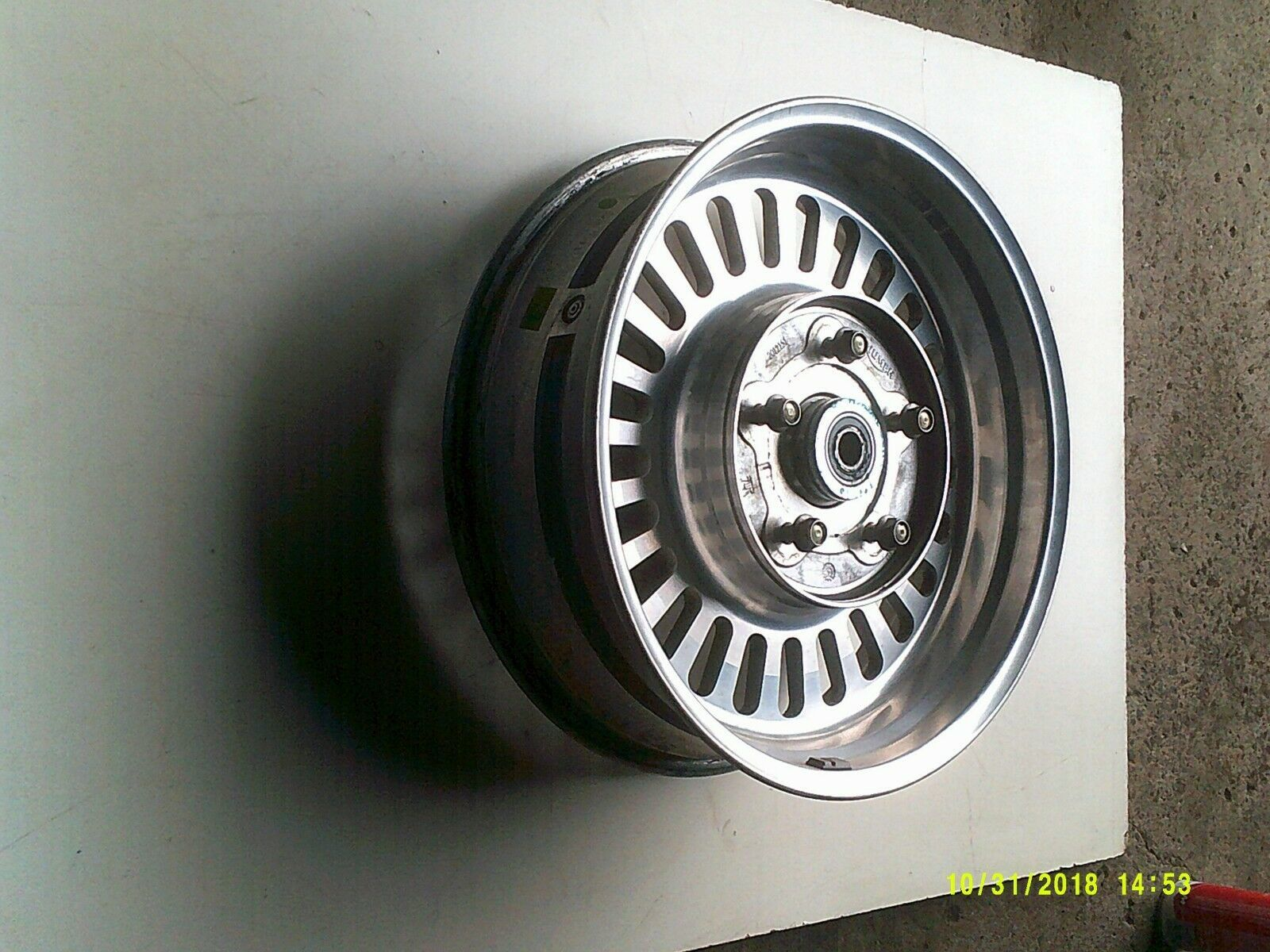 R3T wheel rear 2.jpg